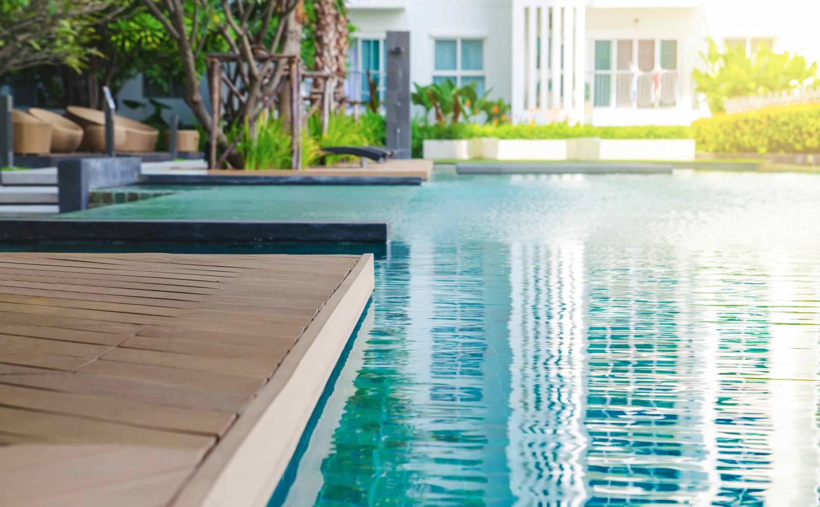 Constructeur de piscines sur mesure sur bordeaux fm piscines for Constructeur piscine bois
