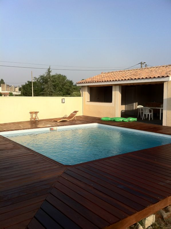 Piscine traditionnelle sur mesure saint m dard en jalles for Construction piscine traditionnelle