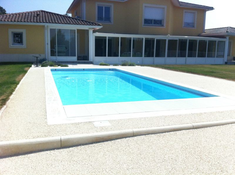 R alisation d 39 une piscine traditionnelle toute quip e for Construction piscine traditionnelle